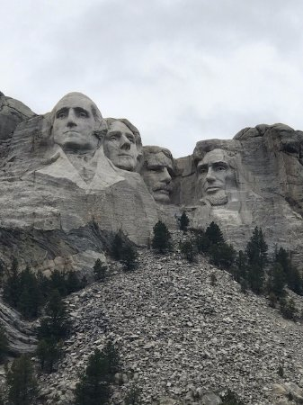 Mount Rushmore National Memorial : A simple view from in front of the flag memorial.
