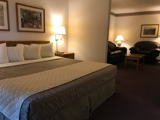 Thorp, WI: King executive suite