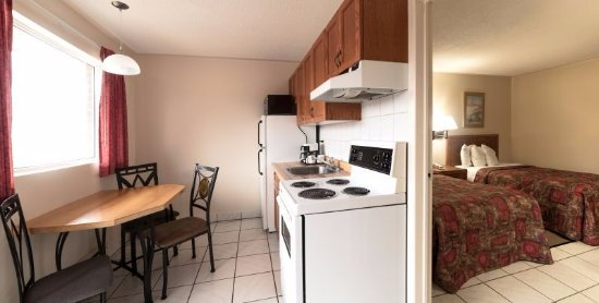 Newmarket, Canada: 1 Bedroom suite with kitchen and 2 double beds