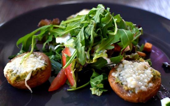Dieren, Holland: gevulde champignons