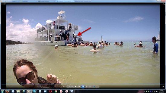 Seaquarium Punta Cana : человек по стрелке омывает себя чистой водой