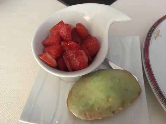 Les Hautes Roches didier Edon : soupe de fraise et madeleine au yuzu