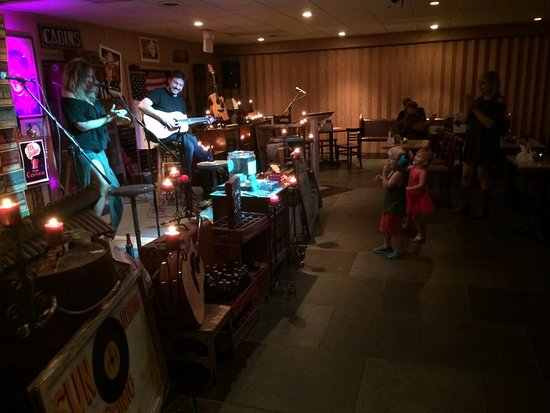 Monteagle, TN: Our Music Room is Family Friendly, smoke free, bring the whole family.