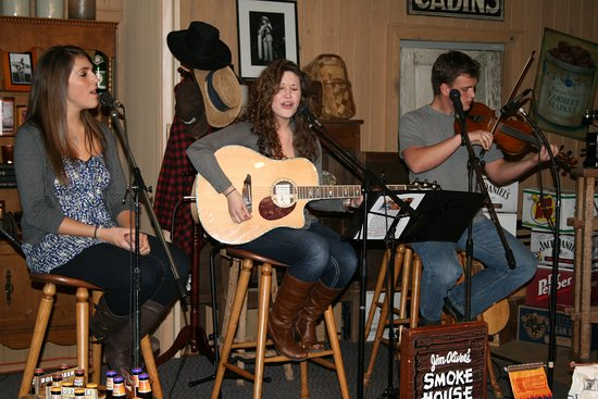 Monteagle, TN: Talented singer songwriters from around the country.