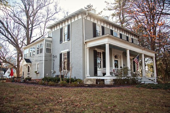 Carriage Inn Bed and Breakfast: The Carriage Inn in Winter