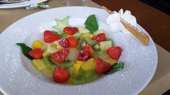 salade de fruits frais picture of grand bar des goudes marseille tripadvisor. Black Bedroom Furniture Sets. Home Design Ideas