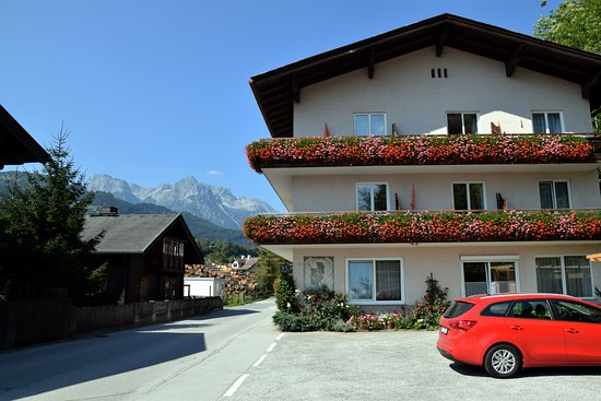 Pfarrwerfen, Österreich: Pension Vocario and a cheap hired car