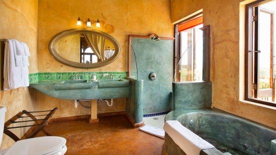 Villa Santa Cruz: Agave Deluxe Suite Bathroom