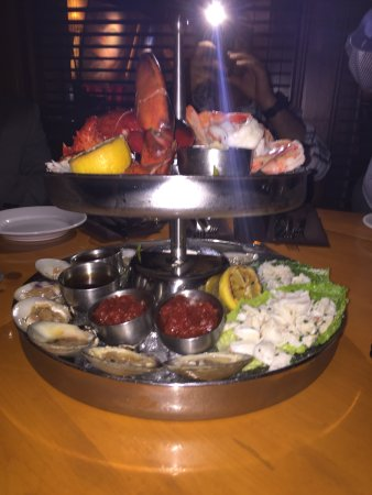 Uncasville, CT: Cold and hot seafood platter