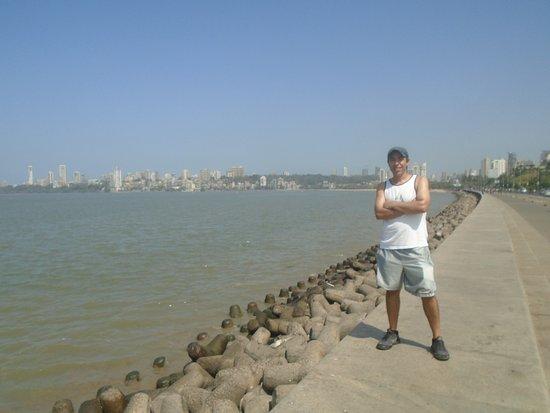 Marine Drive: Paeo Maritimo manana de sol y calor