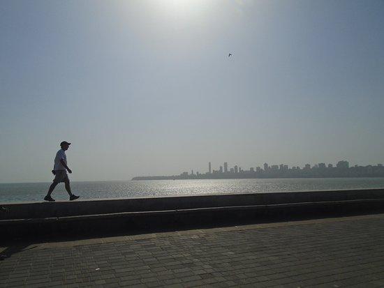 Marine Drive: Caminando....
