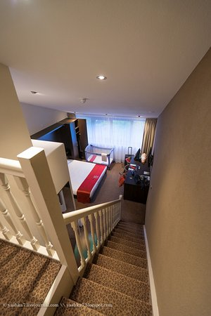 Alphen aan den Rijn, The Netherlands: Вид со второго этажа вниз, семейный номер