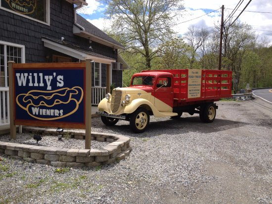 Port Murray, NJ: Willy's