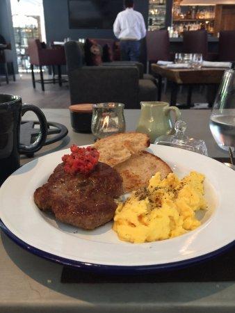 Los Olivos, كاليفورنيا: Breakfast at the restaurant in the hotel