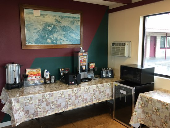 Las Vegas, NM: Motel Lobby and Breakfast Area