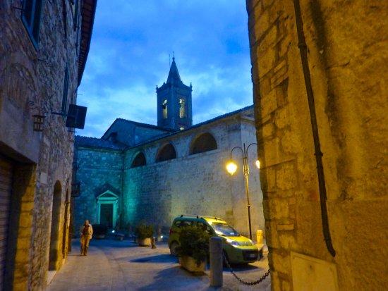 Sarteano, Italia: Street on the way to the Chiostro Cennini