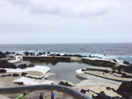 Porto Moniz Natural Swimming Pools: Widok z zewnętrznej strony