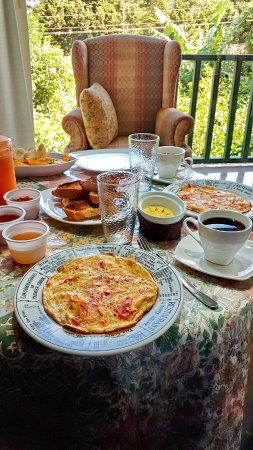 Paris Confort B & B: Breakfast with great view