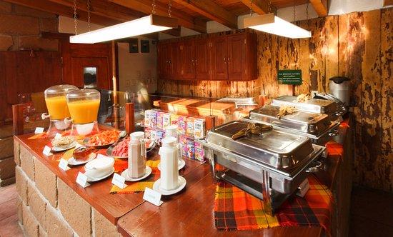 Cabanas El Estribo Hotel: Desayuno bufette en fines de semana