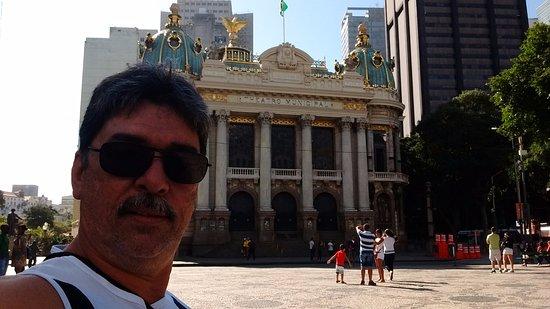 Theatro Municipal do Rio de Janeiro : Vista da frente da entrada