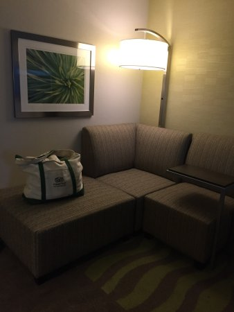 Holiday Inn Wilkes Barre East Mountain: Comfy room and beds, great shower. Main entrance.