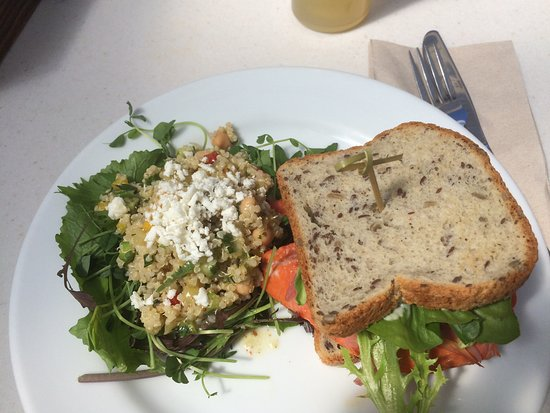 Brackendale, Canada: Salmon burger on gluten free bread - best ever!