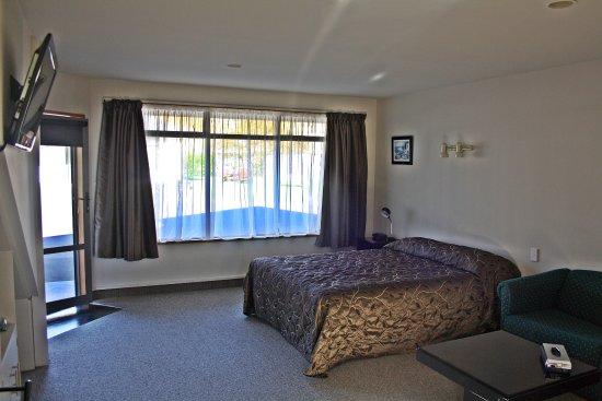 Mosgiel, Nya Zeeland: family unit, 1 queen, 4 singles (upstairs)