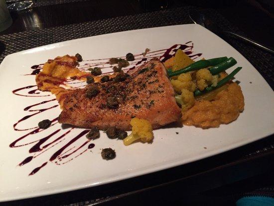 Loondocks Restaurant: photo1.jpg