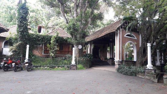 Ambadi Hotel