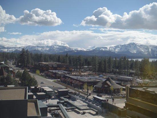Harrah's Lake Tahoe: View of South Lake Tahoe and the mountains