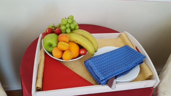 Brusimpiano, Italia: Fruit in our room upon arrival