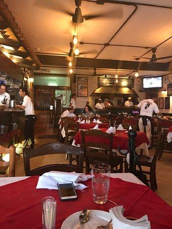 La Dolce Vita : Excelente restaurante Italiano. Pizza deliciosa. Servicio excelente y muy rápido.