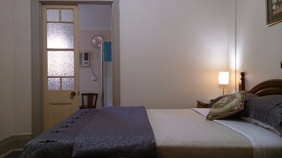 Tumut, Australia: Queen Room 1 at Boutique Motel Sefton House is a gorgeous room with top quality bed, luxury ensu