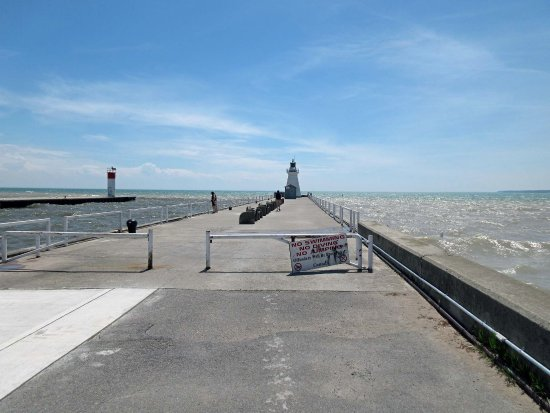 Port Dover, Kanada: The pier