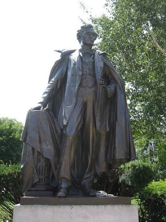 ‪Statue of Franklin Pierce‬