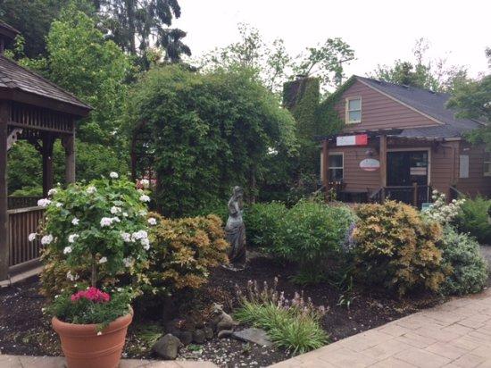 Sumner, WA: Garden Area