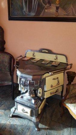 Hotel Lonac: Lobby, ein alter Ofen aus Belgien
