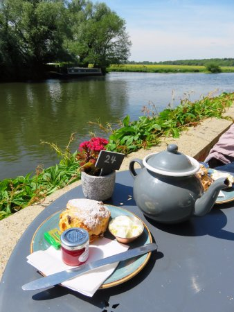St Ives, UK: Cream Tea by the River - St. Ives, Cambridgeshire (22/May/17).
