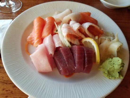 Island Way Grill: Great sashimi!!