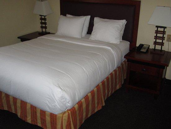 Folsom, CA: bed