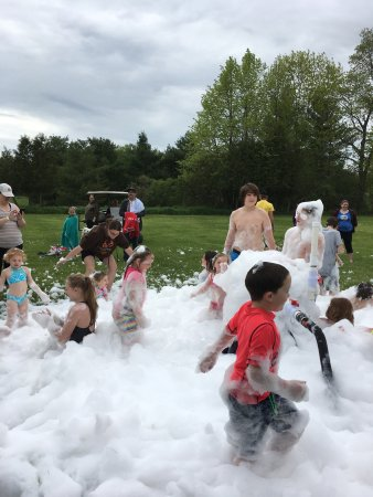 Lansdowne, Canadá: The foam party, the rocket launching and Stewie the pig were all big hits!
