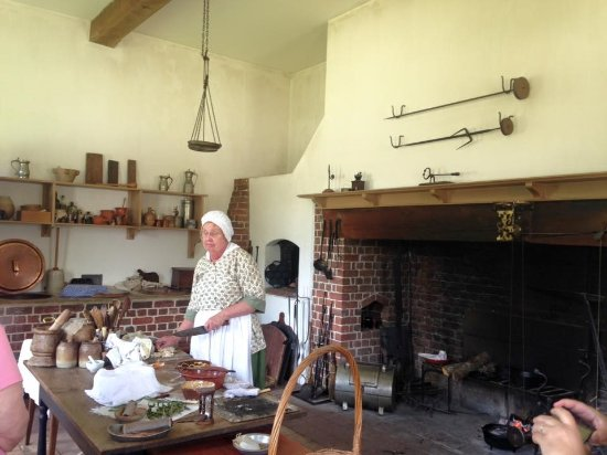 New Bern, NC: Costumed Guides and Interpreters