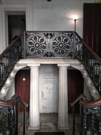 Heyward-Washington House: marble stairs