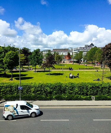 Hotel Meyrick: Looking out to Eyre Square