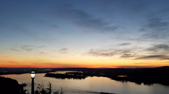 Troutdale, Όρεγκον: The view at sunset from Crown Point.