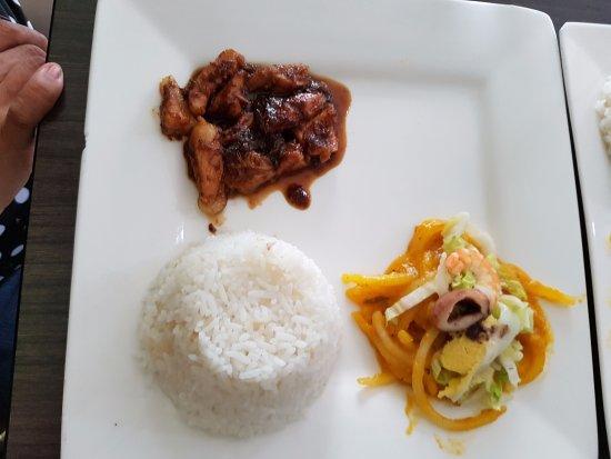 Marikina, Filippinene: Fiesta meal binagoong baboy and pancit malabon