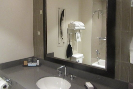 Best Western Premier Boulder Falls Inn: Bathroom, , BW Premier Boulder  Falls Inn,