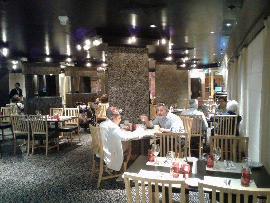 Leonardo Plaza Hotel Jerusalem: The dining room.