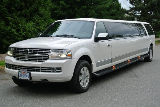 #Punctual, #Professional, Personable #Luxury #limo service in Abbotsford, Vancouver & surroundin