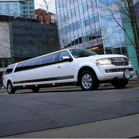 Abbotsford, Canadá: Luxury #Mercedes #Limo at the Right time - Right place - With the Right price!